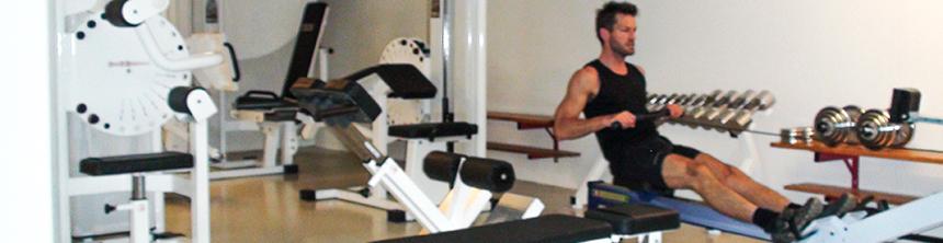 Pusterummet har mange maskiner til styrketræning