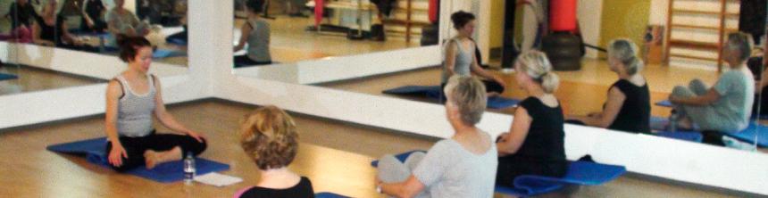 Du kan gå til Yoga i pusterummet